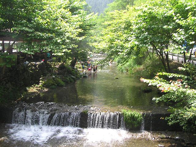 アメリカキャンプ村マス釣場水遊び場写真