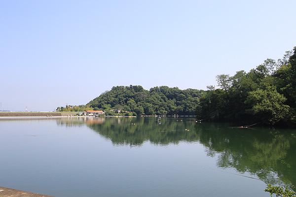 鮎川湖南側より写真