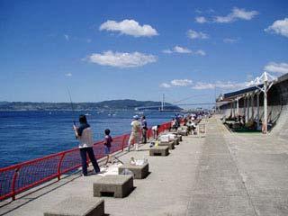 神戸市立平磯海づり公園海上釣堀・桟橋画像