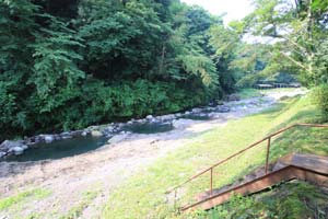 狩川渓谷ます釣り場河原は広い写真
