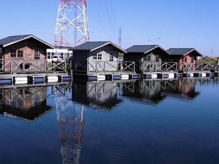 関根養魚場水上ハウス写真