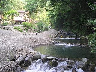 玉川キャンプ村釣り場画像
